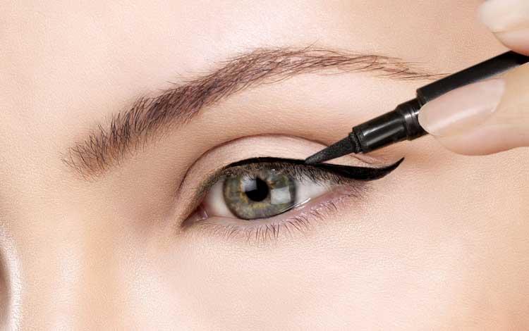 15 Rekomendasi Eyeliner Waterproof Terbaik