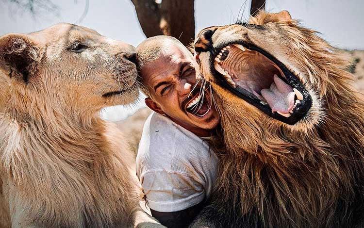 Fakta Dean Schneider, Pria Yang Tinggalkan Kemewahan Dan Hidup Dengan Binatang Buas