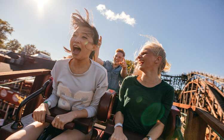 10 Roller Coaster Paling Ekstrim dan Menakutkan di Dunia